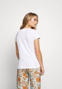 Mos Mosh - ARDEN V NECK TEE - Basic T-shirt - white - 2