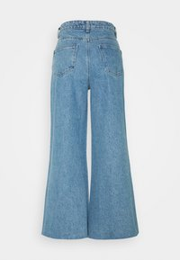 Lost Ink Petite - FLOOD LEG ROBIN - Flared jeans - mid denim - 1