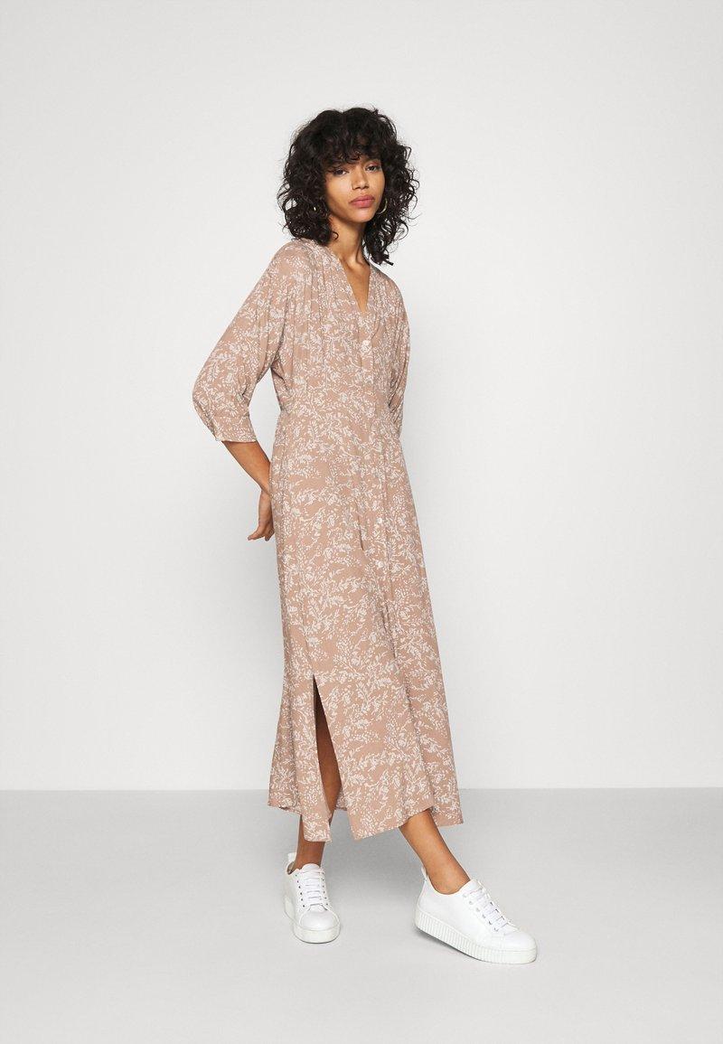 YAS - YASCORNA LONG DRESS - Skjortekjole - tawny brown