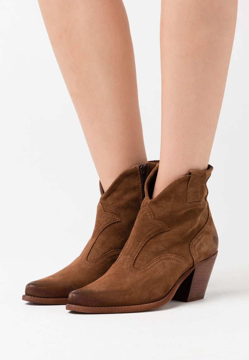 Felmini - LAREDO - Cowboy/biker ankle boot - marvin brown
