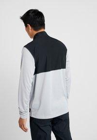 Nike Golf - DRI-FIT HERREN GOLFOBERTEIL MIT HALBREISSVERSCHLUSS - Funktionströja - wolf grey/pure platinum/black - 2