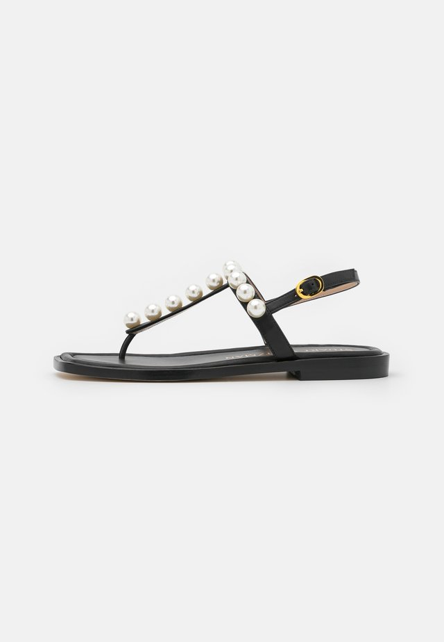 GOLDIE T-STRAP - Teensandalen - black
