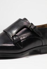 Giorgio 1958 - Elegantní nazouvací boty - black - 5