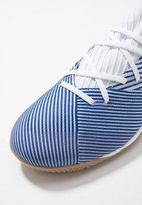 adidas Performance - NEMEZIZ 19.3 IN - Halové fotbalové kopačky - footwear white/royal blue - 5