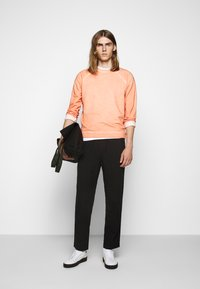 Folk - DRAWCORD ASSEMBLY PANT - Trousers - soft black - 1