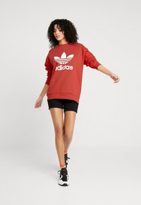 adidas Originals - CREW - Sweater - trace scarlet/white