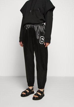 TRACK PANT - Pantalones - black