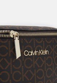 Calvin Klein - WAISTBAG MONOGRAM - Heuptas - brown - 3