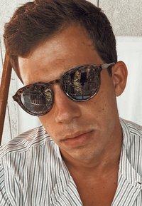 Meller - DUMA - Sunglasses - tigris carbon - 0