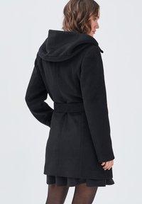 Cache Cache - MIT GÜRTEL - Short coat - noir - 2