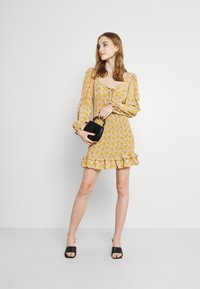 Glamorous - PUFF LONG SLEEVE SMOCKED MINI DRESS - Day dress - ochre - 1