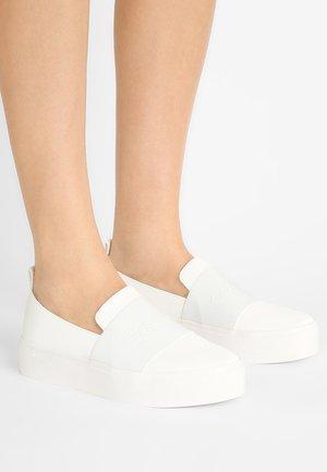 JACINTA - Nazouvací boty - platinum white