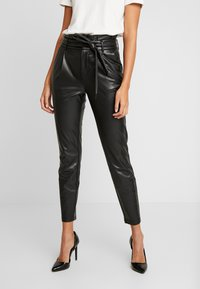ONLY - ONLPOPTRASH YO EASY PAPERBAG - Trousers - black - 0