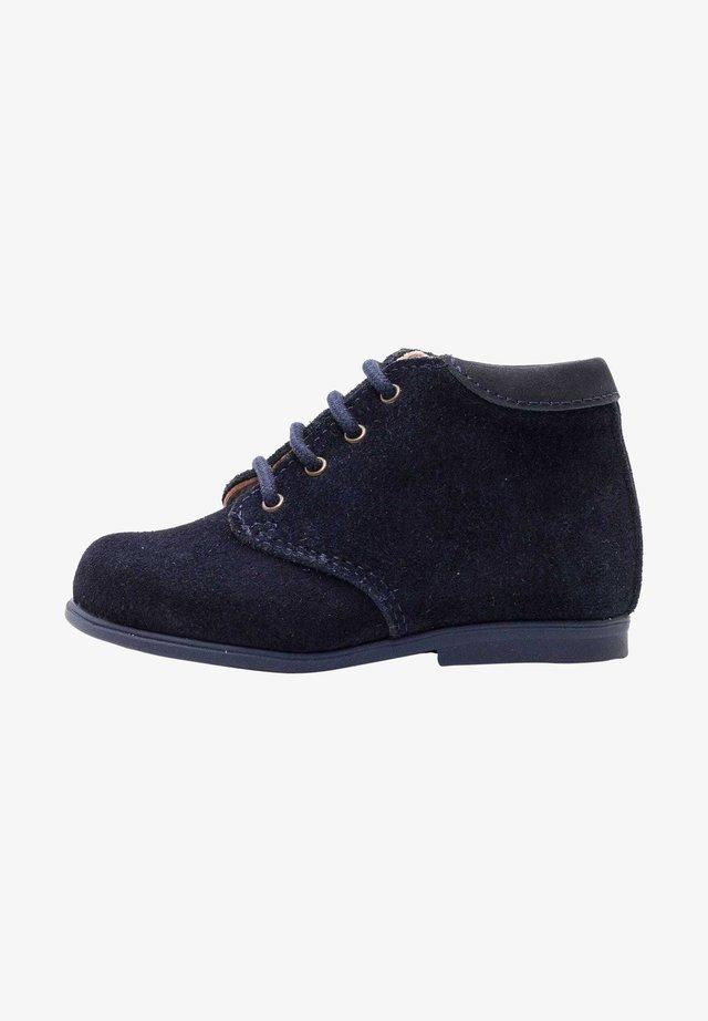 Chaussures premiers pas - daim bleu marine