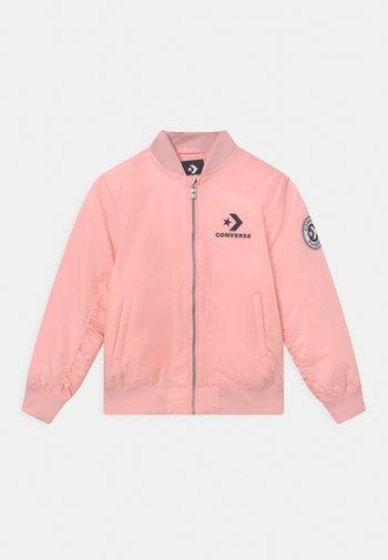 Vinterjacka - converse pink
