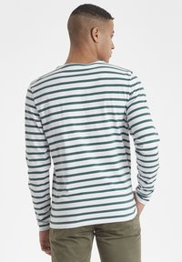 Casual Friday - CFSVEND NORMANDIE  - Sweatshirt - bistro green - 2