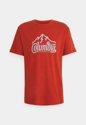 PATH LAKE GRAPHIC TEE - Print T-shirt - dark sienna summit