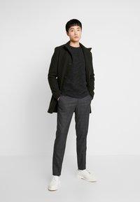 Selected Homme - SHXNEWVINCEBUBBLE CREW NECK - Stickad tröja - antracit/black - 1