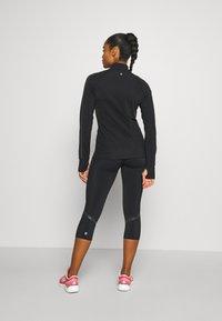 Sweaty Betty - THERMODYNAMIC HALF ZIP REFLECTIVE - Fleecová mikina - black - 2