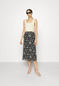 Even&Odd - Mesh midi skirt with lettuce hem - A-line skjørt - black - 1