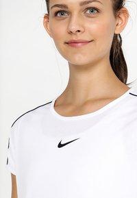 Nike Performance - DRY - Print T-shirt - white/black - 4
