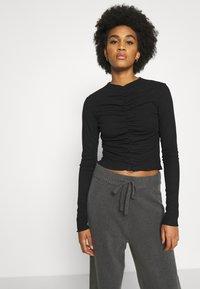 Monki - RUCHIE - Long sleeved top - black - 3