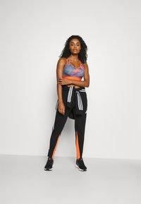 adidas Performance - FLORAL - Sujetadores deportivos con sujeción media - multicolor - 1