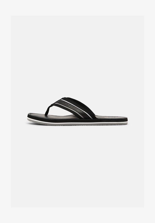 BEACH - Sandály s odděleným palcem - black