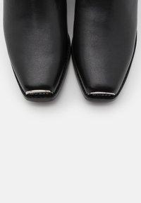 Guess - FULVIA - Cowboystøvletter - brown/ocra - 5