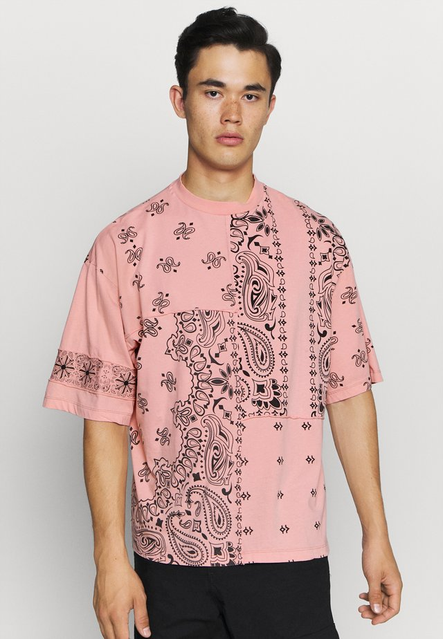 CUT AND SEW PAISLEY TEE - T-shirt imprimé - pink