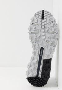 Columbia - IVO TRAIL BREEZE - Hiking shoes - white/ice grey - 4