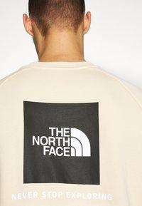 The North Face - RAGLAN REDBOX CREW NEW  - Sweatshirt - bleached sand - 4