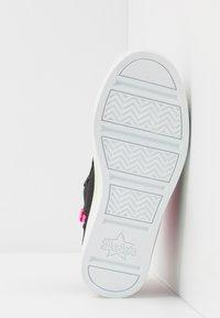 Skechers - FLIP-KICKS ZEBRA REVERSIBLE SEQUINS - High-top trainers - black sparkle/neon pink - 4