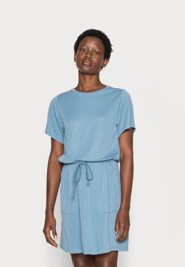 TAYON - Sukienka z dżerseju - stellar blue