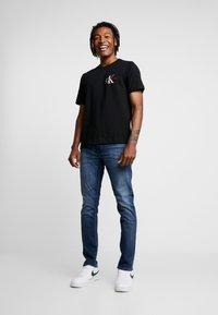 Calvin Klein Jeans - MONOGRAM EMBRO CHEST - Print T-shirt - black - 1