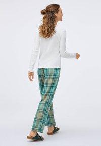 OYSHO - Pyjama bottoms - evergreen - 2