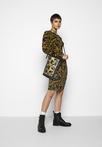 Versace Jeans Couture - Shift dress - nero - 1