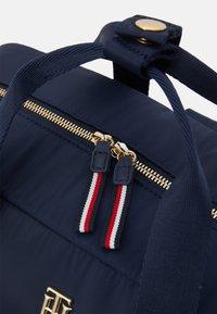 Tommy Hilfiger - BABY CHANGING BAG - Taška na přebalování - twilight navy - 7