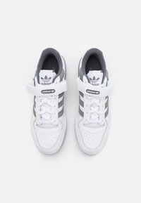 adidas Originals - FORUM UNISEX - Sneakersy niskie - footwear white/grey four - 3