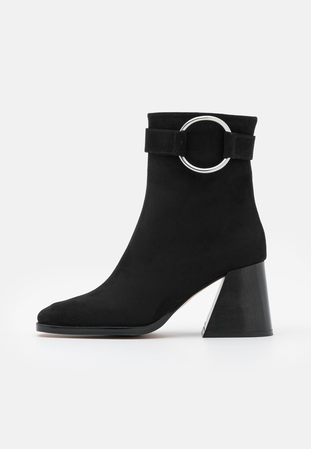 VEGAN INÉS - Korte laarzen - black