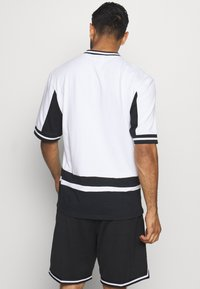 Mitchell & Ness - NBA LOS ANGELES LAKERS FINAL SECONDS - Article de supporter - black/white - 2