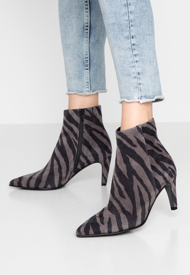 LIZ - Classic ankle boots - grey