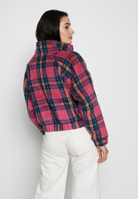 American Eagle - CROPPED PLAID JACKET - Winter jacket - pink - 2