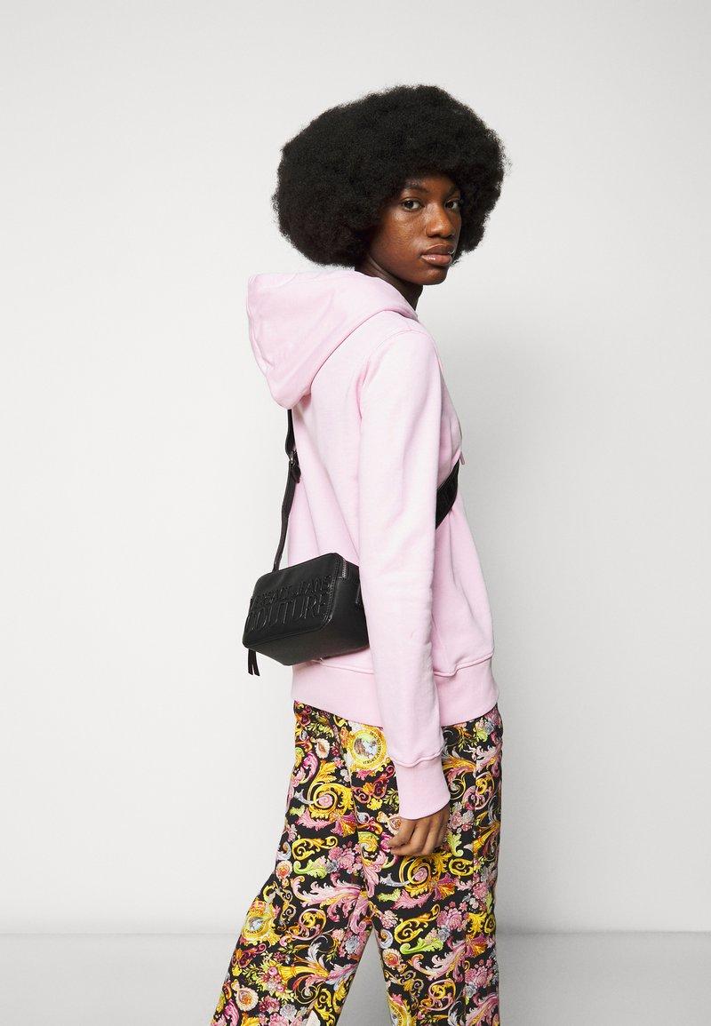 Versace Jeans Couture - LOGOMANIA CAMERA BAG - Across body bag - nero