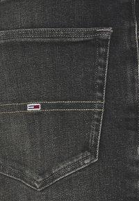 Tommy Jeans - SCANTON SLIM - Džínové kraťasy - denim black - 2