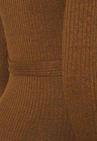 Supermom - DRESS - Pletené šaty - chipmunk - 2