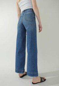 Pimkie - Flared Jeans - denimblau - 2