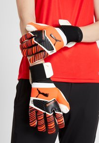 Puma - ONE GRIP HYBRID PRO - Goalkeeping gloves - red/black/white - 1