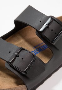 Birkenstock - ARIZONA SOFT FOOTBED - Klapki - black - 5