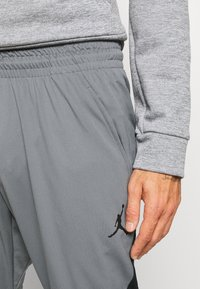 Jordan - AIR DRY PANT - Pantaloni sportivi - carbon heather/black - 4